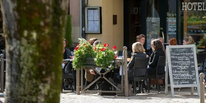 Lunchen op het terras