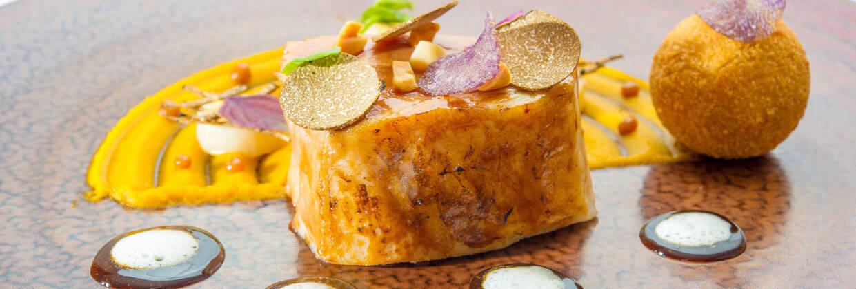 Levernois R&C - plat - Le Cochon Noir de Bigorre rôti, Attereaux, Potiron et Cerfeuil Tubéreux, jus ®Pascal Lagneau